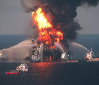 英BP、メキシコ湾原油流出事故で2.3兆円の和解金
