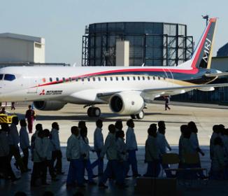 MRJ:初飛行延期 開発正念場…納期遅れのリスク懸念