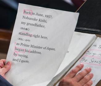 安倍首相の演説、海外でカンペ画像が報じられる!