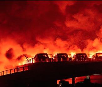 天津爆発、猛毒の化学物質流出 死者104人に