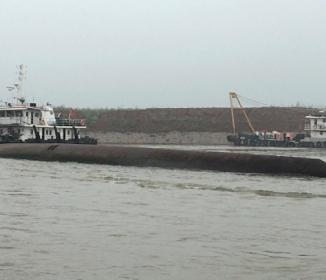 中国《長江458人乗り客船》転覆、竜巻にあおられ湖北省