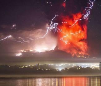 チリ南部のプジェウエ(Puyehue)火山が半世紀ぶりに噴火「迫力がある画像」