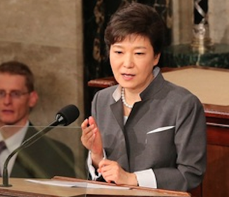 朴大統領、「世界で最も影響力のある女性」11位!=韓国ネットはブーイングの嵐「悪影響も影響と言える」「こんな時まで国民に恥ずかしい思いを…」