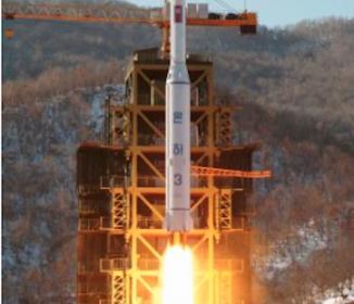 北朝鮮、ミサイル発射台に覆い 打ち上げ準備本格化か