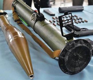 画像:福岡のヤクザの家にあった武器