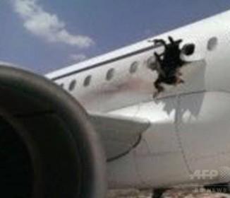 爆発で機体に穴、旅客機が緊急着陸 ソマリア