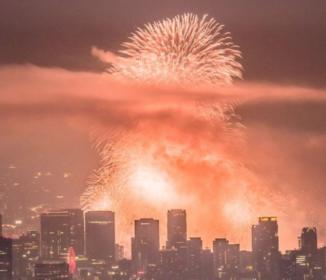 【衝撃】淀川花火大会クライマックスが控えめに言って大爆発