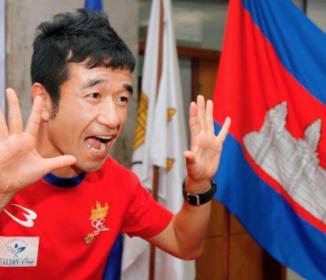 【悲報】男子長距離カンボジア代表の猫ひろし 完走140位中139位でゴール