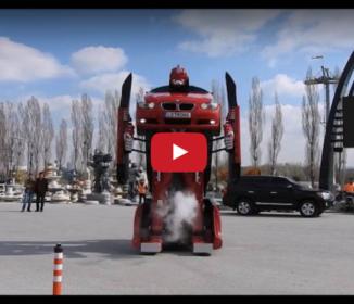 完全にトランスフォーマー! 本当に走れる「ロボットに変形するBMW」が爆誕!!
