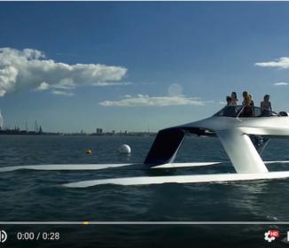 凄い!まるで近未来の宇宙船? 高速ヨット
