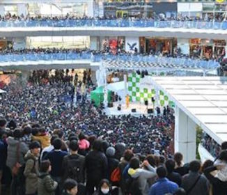 ピコ太郎ビックリ!1万人の観衆に「ただの派手なおじさんですよ」