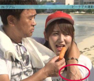 浜田雅功がアイドルの胸を揉みながらドヤ顔