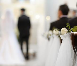 【不幸な結婚式】日程が平日だったため、欠席が多かった → 新婦「来てほしい人ほど来てない!(怒)」