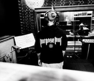 ジャスティン・ビーバー、いよいよ新曲のレコーディングを開始!? スタジオでの写真を投稿