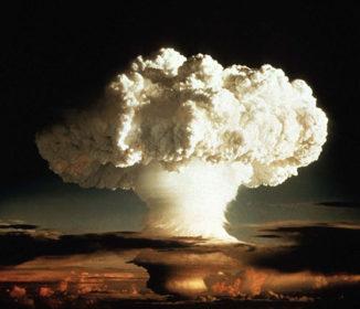 英「ロシアに核の先制使用も辞さず」–欧州にもくすぶる核攻撃の火種