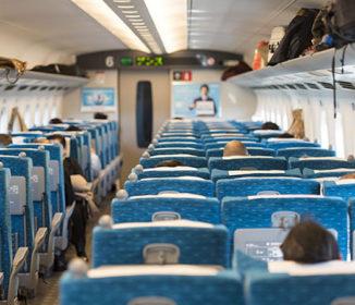 新幹線で耳を疑うような会話「自由席を予約したから、ここに…」