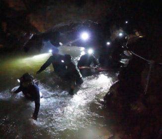 タイ北部の洞窟で行方不明となっていた少年ら13人発見 全員生存