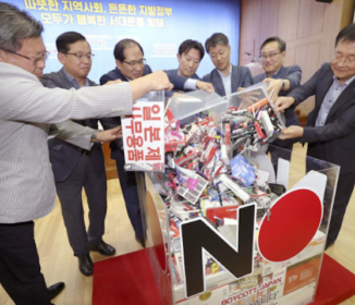 韓国、区役所で日本製品撤去「6割が不買運動参加」