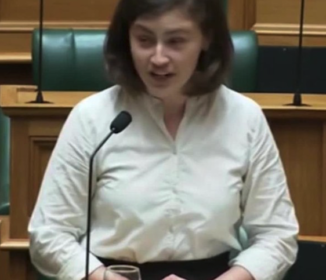 25歳議員が年配議員の野次を平然とあしらった「OK、ブーマー」の一言 NZ